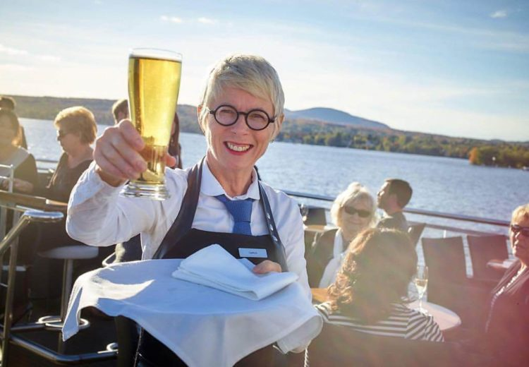 Services and bar - Groups and events - Escapades Memphrémagog - Le Grand Cru